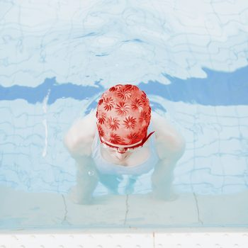 swimming pool photographer red cap photography svarbova
