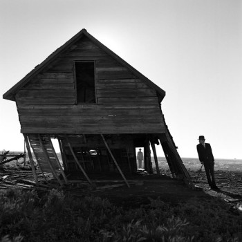 Smith photography- black and white-abandoned house with leaning dandy-